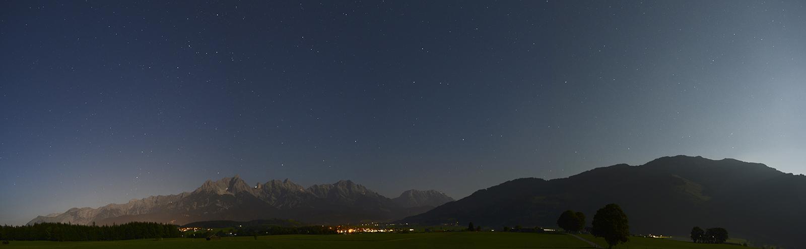 Nachthimmel über Saalfelden am Steinernen Meer